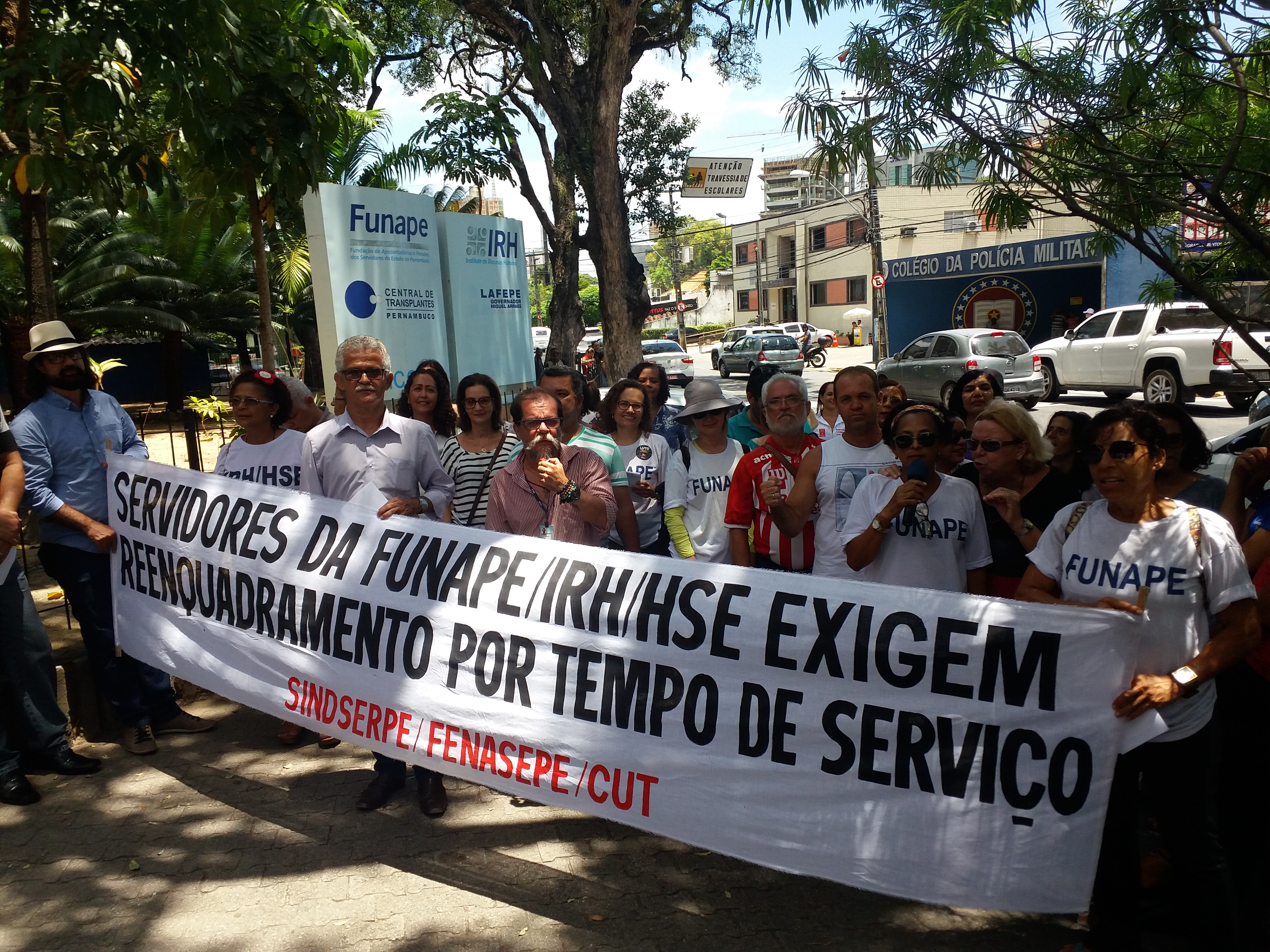 Greve - Servidores da Funape, IRH e HSE buscam canal de diálogo com o Governo
