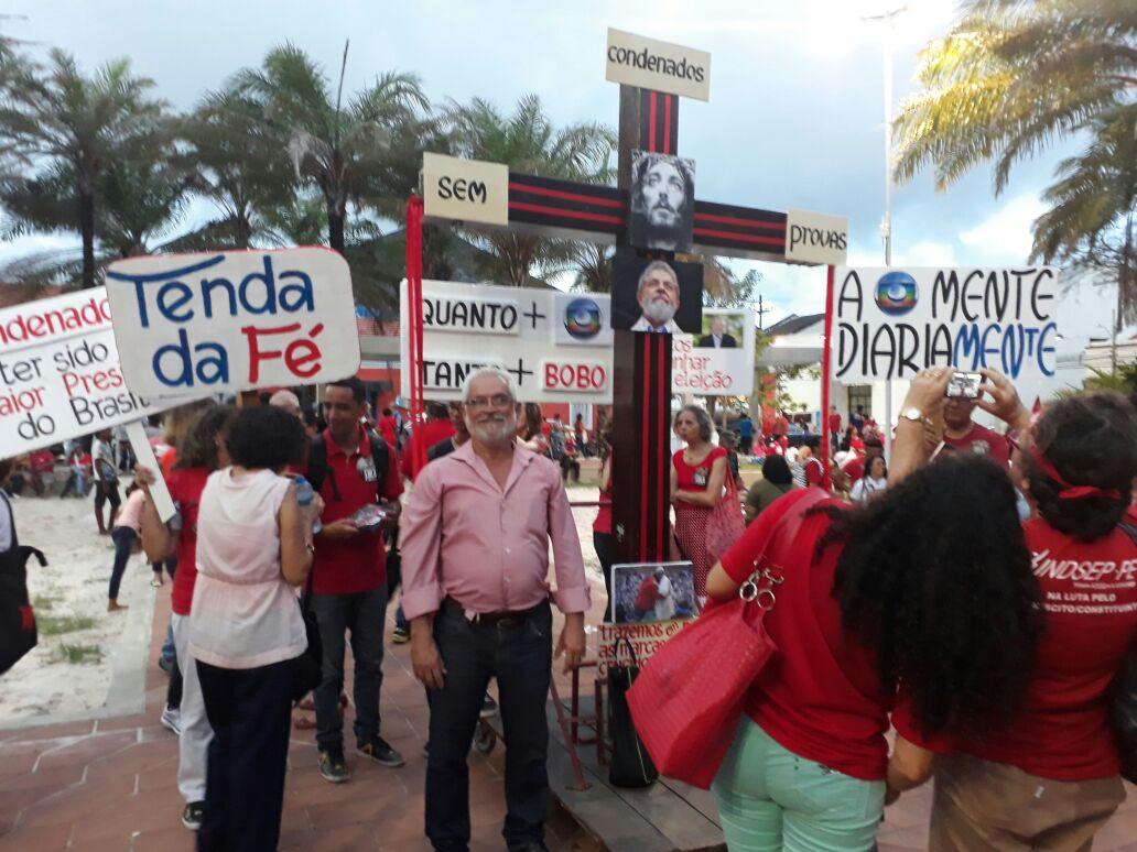 Em vigília, representantes dos servidores e trabalhadores apoiam Lula