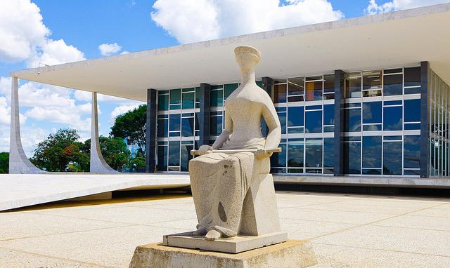 STF decide sobre liberdade de Lula; defesa aponta parcialidade na condenação