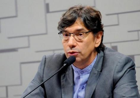 Sem sucesso, Temer torra reservas brasileiras para conter dólar