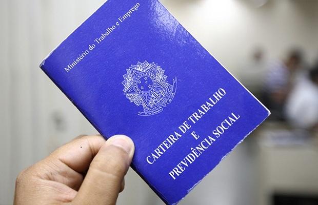 De costas para trabalhador, Bolsonaro acaba com Ministério do Trabalho