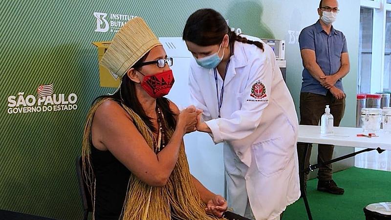 Covid: para primeira indígena vacinada no Brasil, ciência vencerá